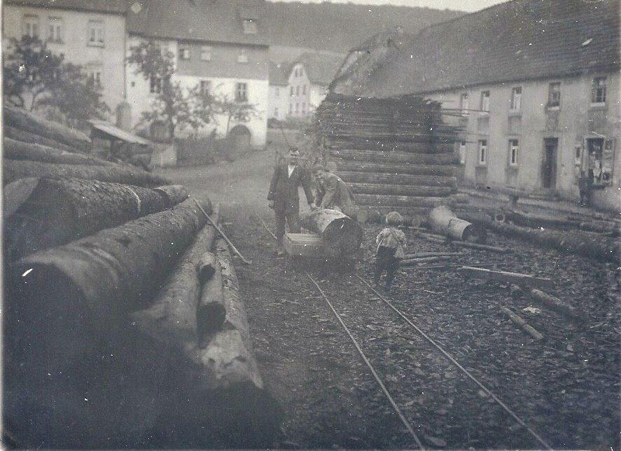 Holzstrasse der Schneidmühle um 1930