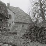 Holzlager vor der Mühle