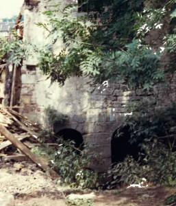 Fundamente im Mühlgraben freigelegt beim Abriss 1977