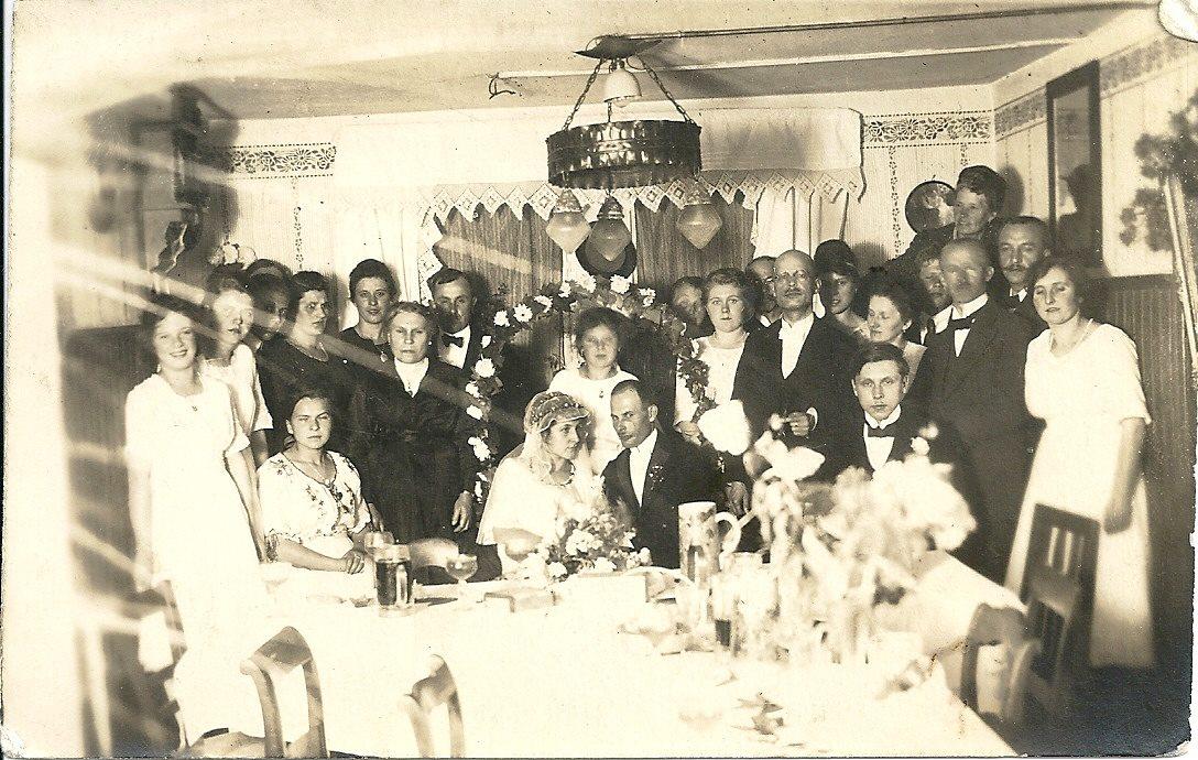 Hochzeitsbild Carola und Eugen Wohnzimmer 23.09.1920